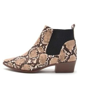 Qupid snakeskin ankle bootie. Size 7.5 NWT